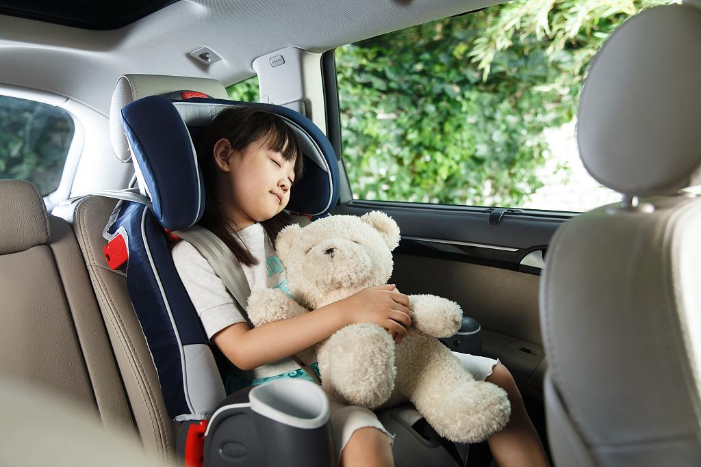儿童平安座椅利用纳进立法,查询拜访显示京沪深仅三成家长任何环境下城市利用