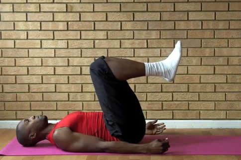 5个床上腹部减肥动作 轻松收腹缩略图