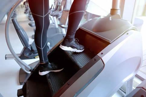 健身房楼梯机利用方式教程